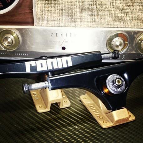 Ronin Cast 180mm Black/Gold 42.5° Trucks
